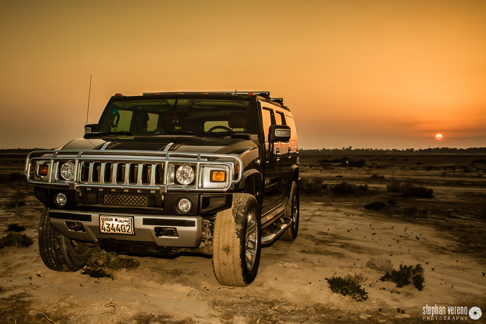 Der Hummer H2 in der Wüste von Bahrain.